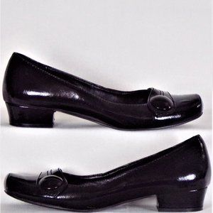 Low-heel loafers size 7 black faux patent leather